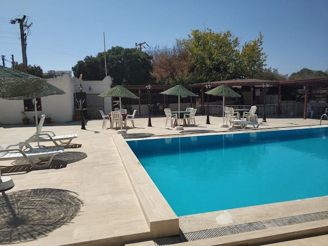 Quiet timeshare with a pool in Turgutreis