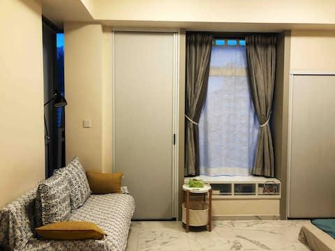 New, clean & cozy, 2 double beds, 歡迎月租(已換新床及床褥)