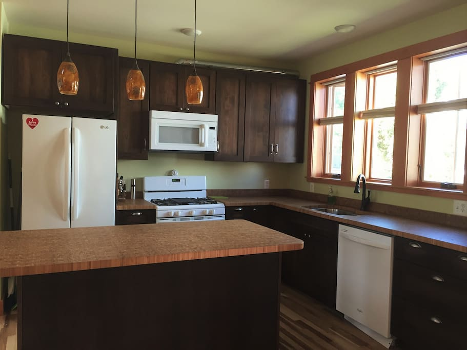 Refuel in your own spacious kitchen. Local grocery and farmer's market 2 blocks away.