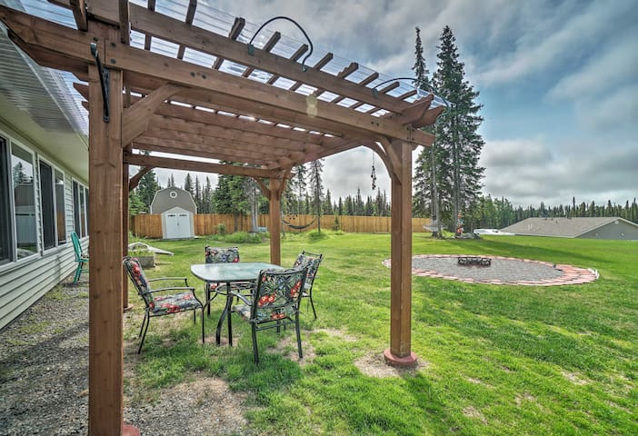 Soldotna Home w/ Yard, Walk to Kenai River!