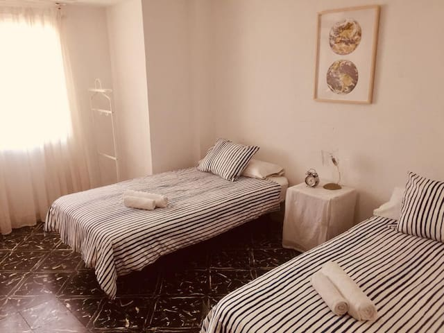 Cozy double room in lively Benimaclet.