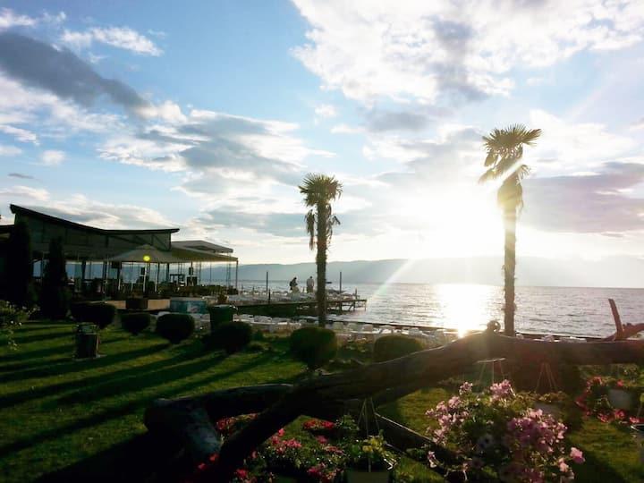 Beautiful Ohrid Apartment near Lake Promenade