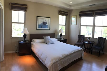 Irvine beautiful master room with private bathroom