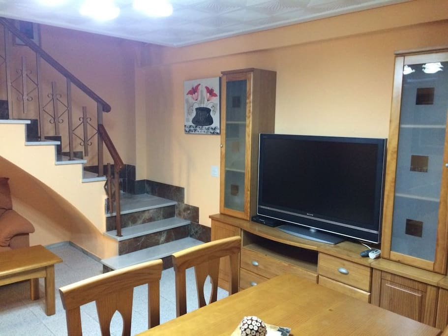 Acogedor limpio y luminoso piso de dos plantas casas en for Pisos de alquiler en linares