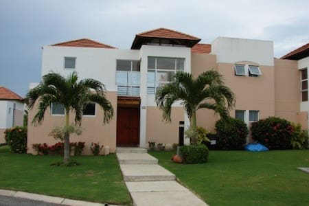 Beach, Golf and Villa Decameron - Villa