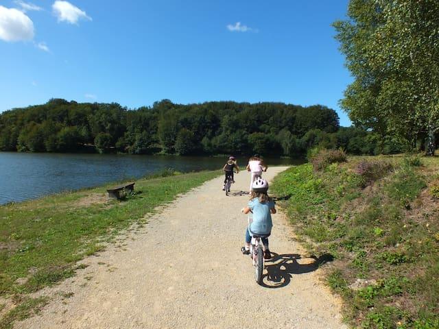 Cycle route around Lac de Tolerme