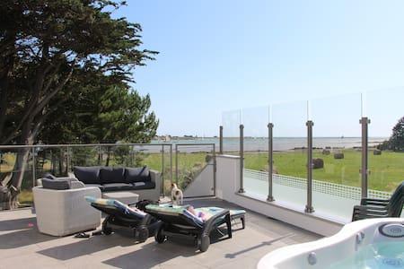 Belle villa bord  mer avec Jacuzzi - Le Tour-du-Parc - Vila