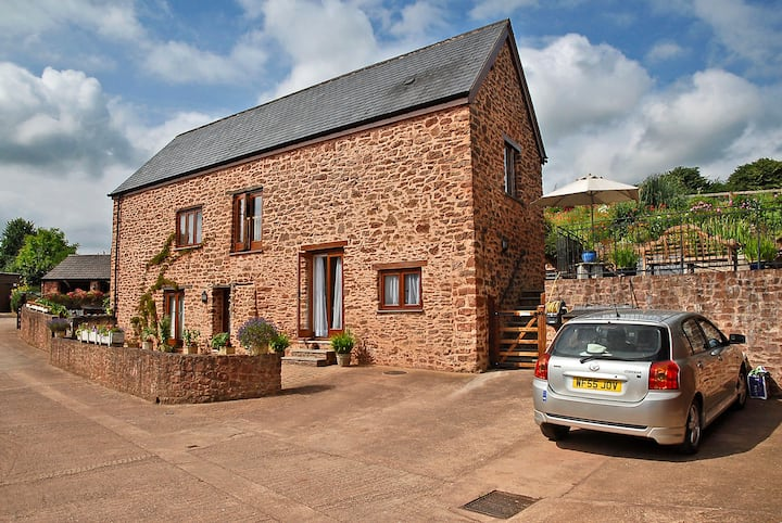 Private en-suite room in rural hamlet by Quantocks