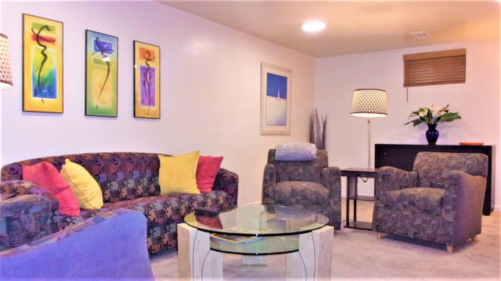 **1 BEDROOM SUITE+OFFICE w/Kitchenette Downtown**