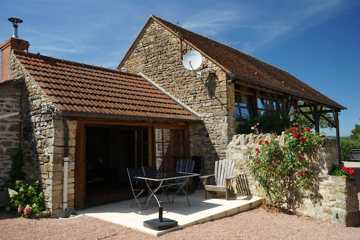 Gorgeous cottage close to Cluny & Taize with pool