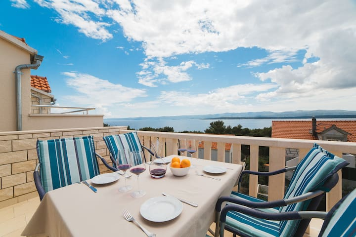 Spacious 2BD apartment with seaview