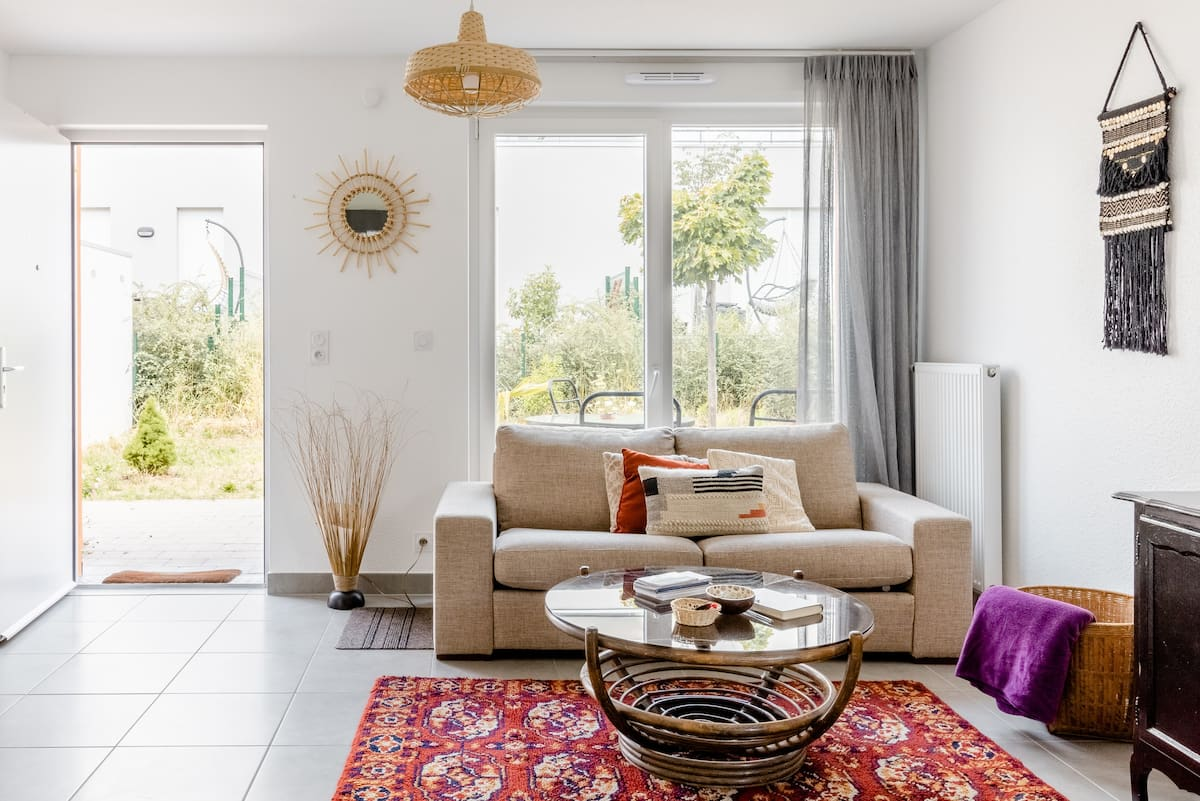 Charming & Bright Apartment with Garden & Parking