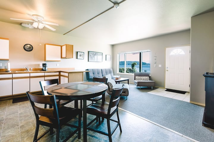 Hood Canal Waterfront 2 Bedroom Condo Suite