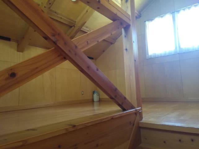 2階はロフト。寝室