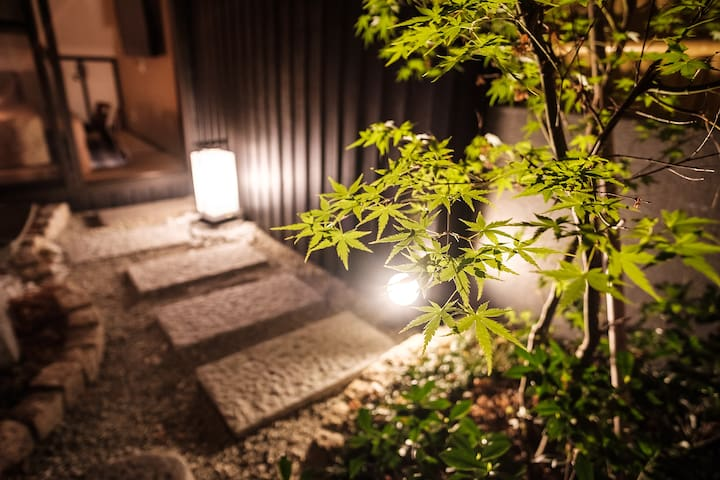 Light-up Garden View Machiya Bettei - Kyoto 5 mins
