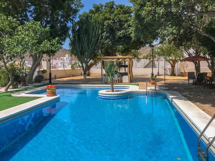 Casita Las Malvinas en villa de Níjar con piscina