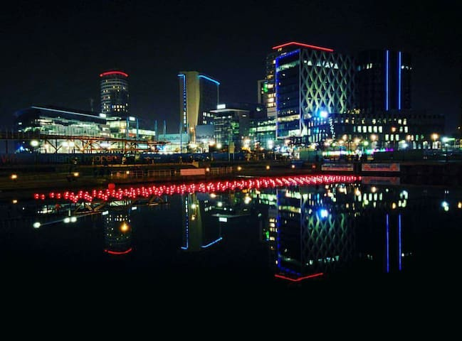 Double bedroom in Salford Quays - Salford - Apartment