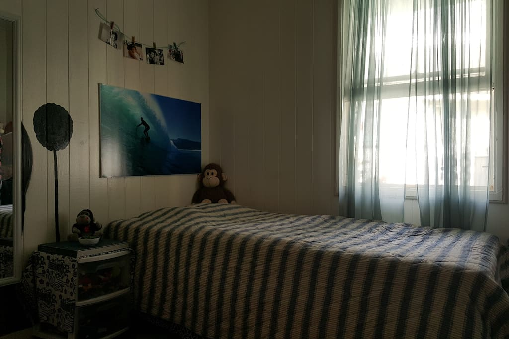 Super comfortable single bed. Cool breezes through out this room