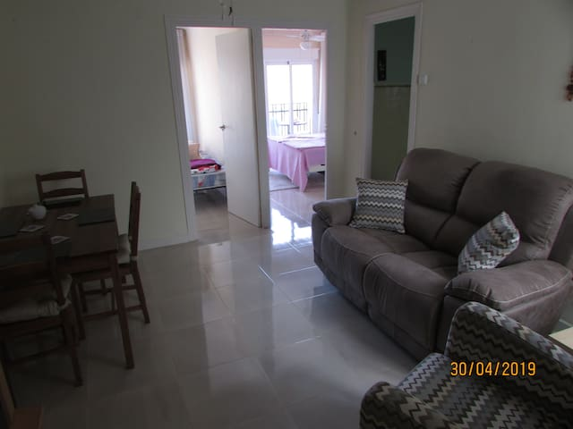 2 bed apartment, 2 min from the beautiful beach