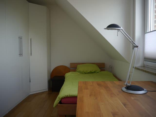 erstes Zimmer