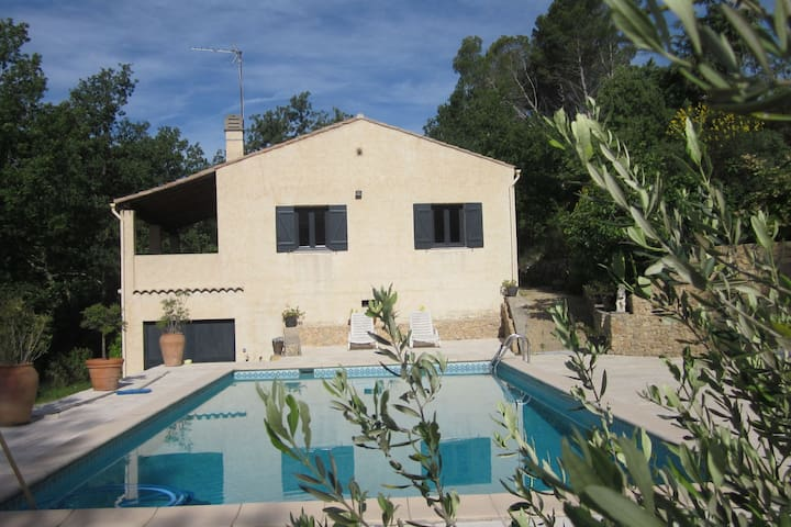 Cozy Holiday Home in Saint-Antonin-du-Var with Pool