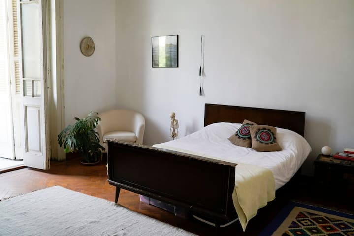 Beautiful big bright room with private balcony - Qasr an Nile - Wohnung