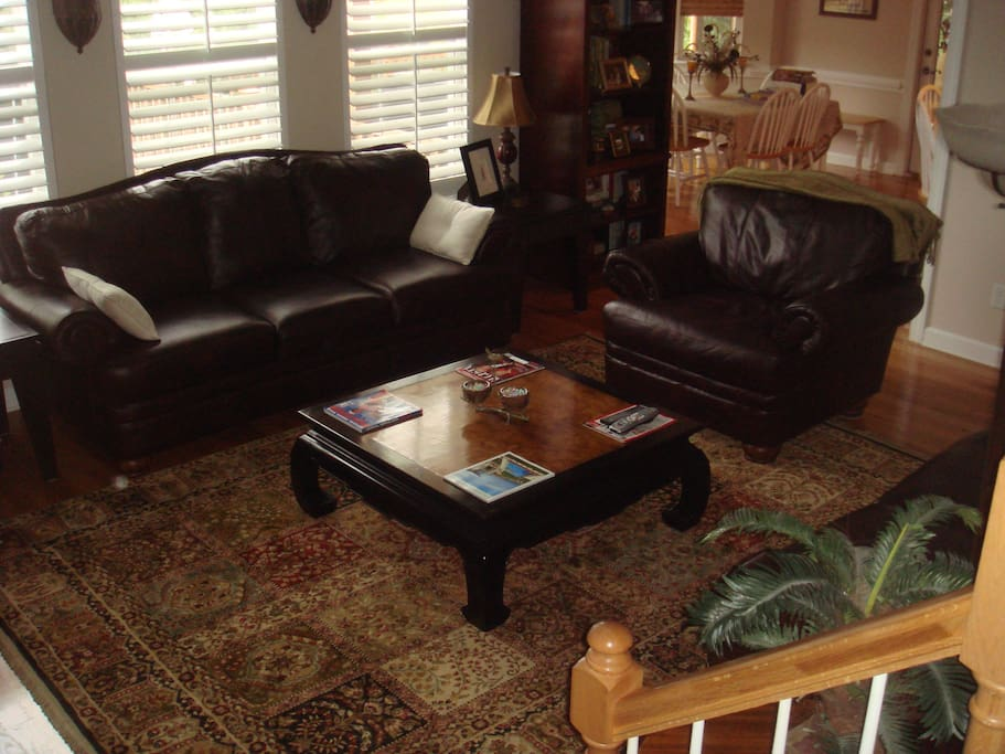 Large living room for entertaining.  Includes fireplace, large HD TV with Comcast X-Finity, HBO, STARZ and Showtime.  Leather couch, loveseat and chair