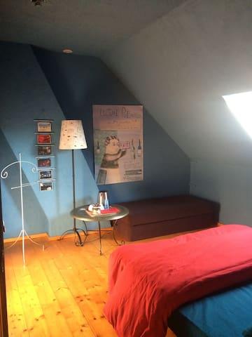 chambre au 1er dans maison agréable pour une pause - CHELLES - Talo