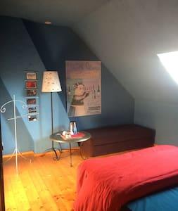 chambre au 1er dans maison agréable pour une pause - CHELLES - Huis