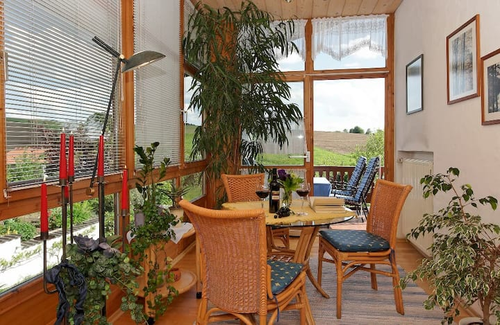 Ferienwohnungen Krenn (Tittling), FeWo mit Wintergarten, überdachtem Balkon und WLAN (56qm)