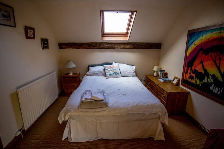 Bedroom 4, double bed