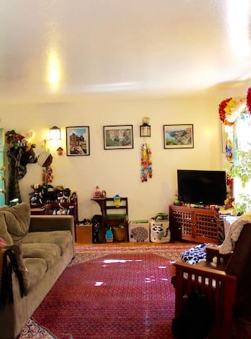 Charming 2-Bedroom N. Berkeley Apt. near Bart!