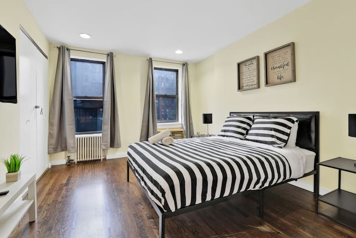 RENOVATED PRIVATE BEDROOM IN UES