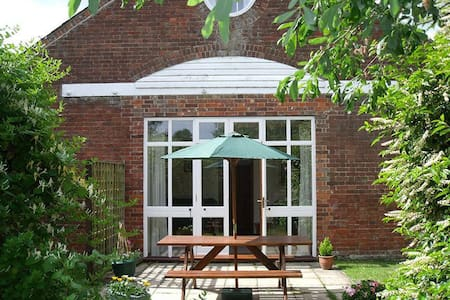 Woodview Cottage is a spacious, three bedroom, two bathroom cottage, sleeping up to seven* people.