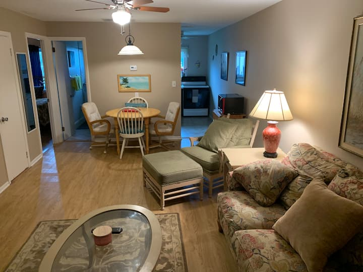 2Bedroom Anna Maria condo, only steps from beach!