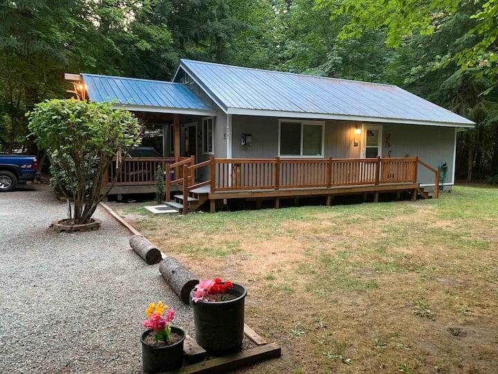 Cozy Cabin W/ WiFi, Dish & RoKu.