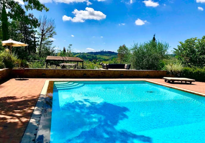 Lovely studio with swimming pool in S.Gimignano