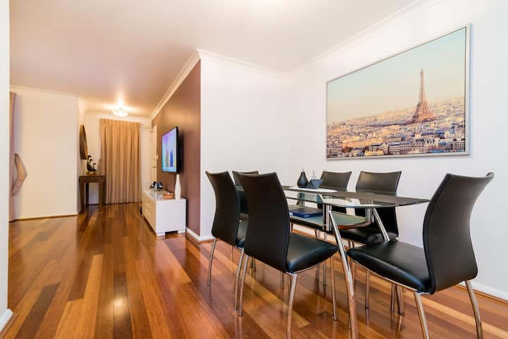2 BR apartment walk to Northbridge and the Arena ♥