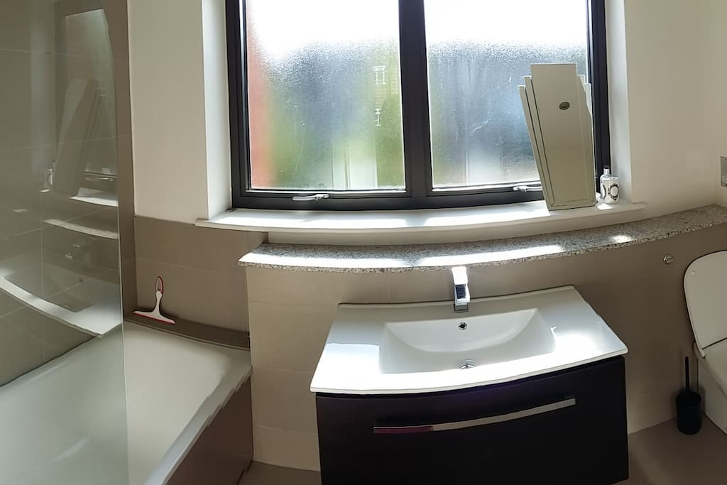 Bathroom (en suite)