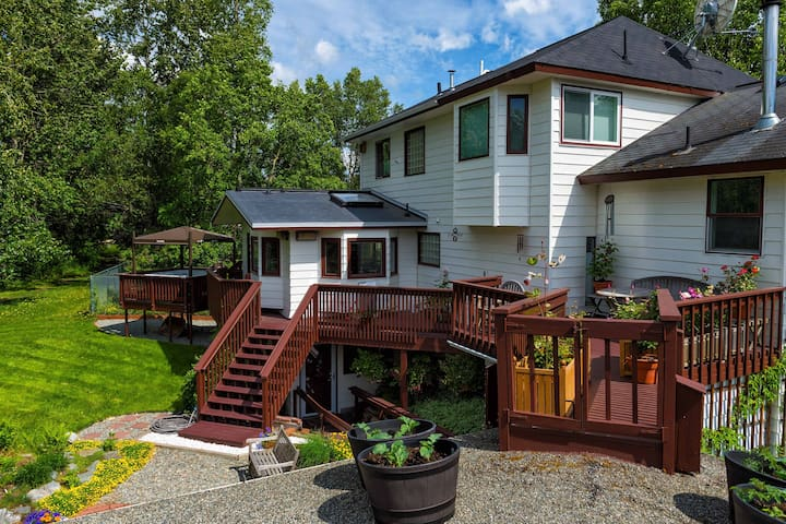Camai Bed and Breakfast's Fireweed Suite