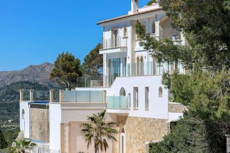 Stylish Villa Seaview in Cala Llamp