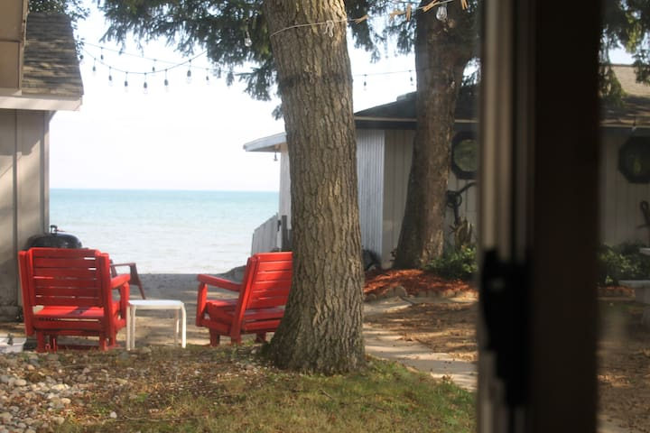 Beachcomber Cottage on Lake Huron