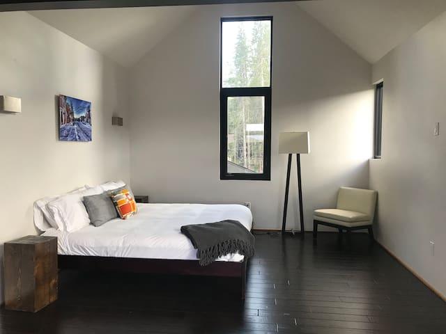 Adorable & Bright - Modern Loft
