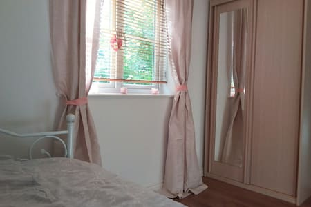 En-suite Bathroom/Double Room - Guildford - Apartment