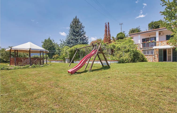 Holiday cottage with 4 bedrooms on 200m² in Tovo San Giacomo -SV-
