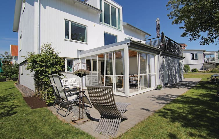 Holiday apartment with 3 bedrooms on 78 m² in Hönö