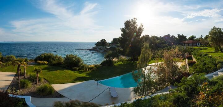 Bouganvillia Villa Seafront 4B