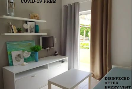 Modern family, flat 200M from the beach with pool