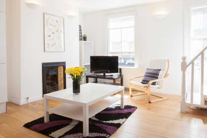 Split level 2 Bedroom Apartment in Victoria