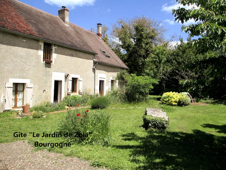 "Burgundy farmhouse renovated ""Le Jardin de Zola"""